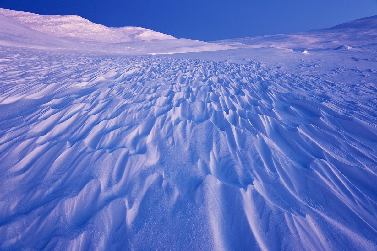 blå, blått, december, fjäll, fjällandskap, fjällmiljö, kallt, kyla, landskap, midvinter, mönster, natur, skymning, snö, vinter